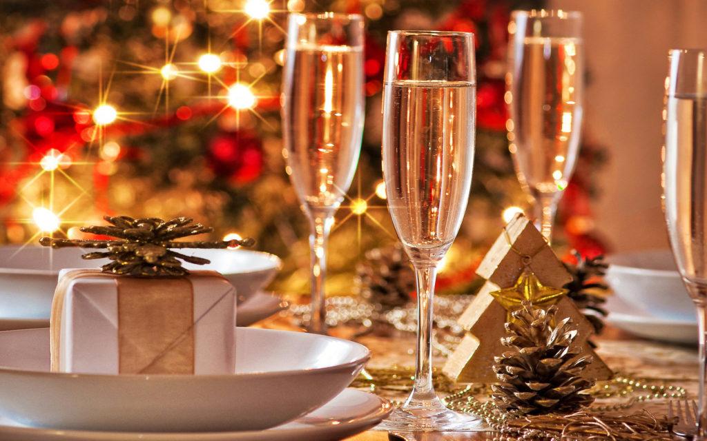 Провести новогоднюю ночь в кафе